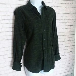 UNIQLO green camouflage flannel button down shirt